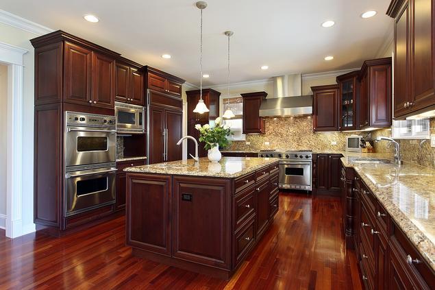 10 pomysłów na aranżacje kuchni. Drewniane meble kuchenne.