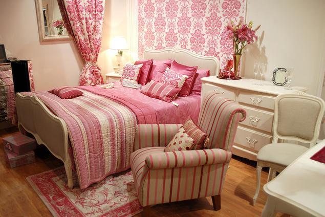 Sypialnia w stylu vintage – jakie kolory ścian wybrać?