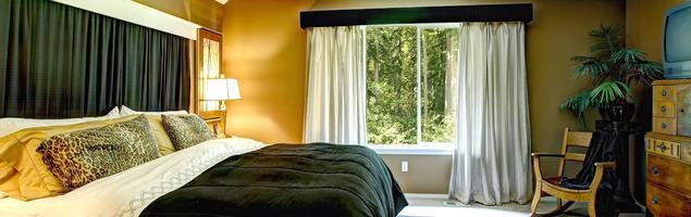 Styl kolonialny w sypialni – egzotyczne dodatki i meble kolonialne